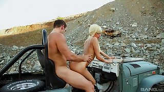 Fantasy Jeep sex out in the wild for Emma Mae