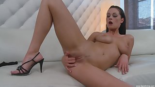 Nicole Smith puts a finger on her clit during a masturbation for the best cum