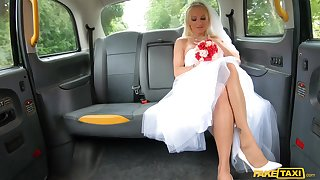 A fabulous back seat fuck with a sensual bride on fire